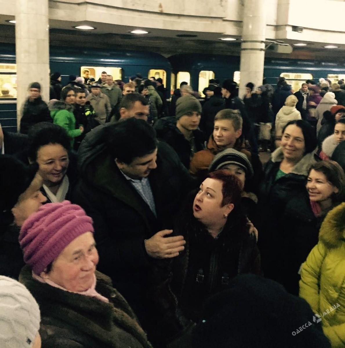 Пристают в метро 6 фотография