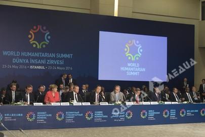 Президент Алмазбек Атамбаев принял участие впервом Всемирном гуманитарном саммите