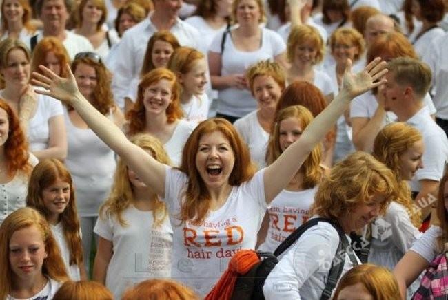 парад рыжих прически