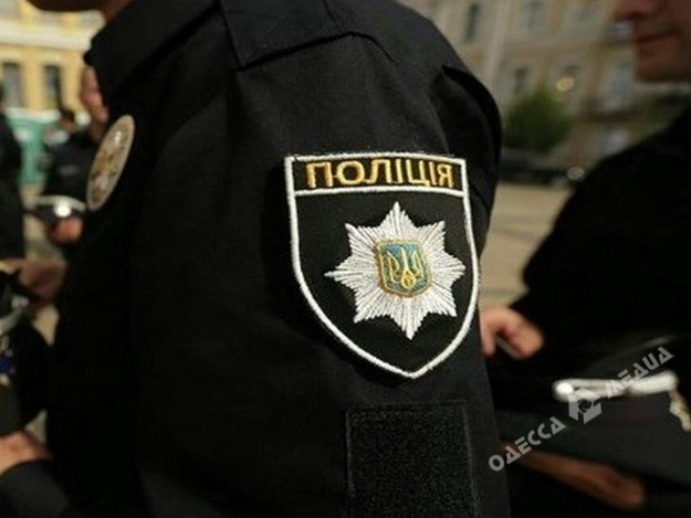 Одесского полицейского сократили завзятку