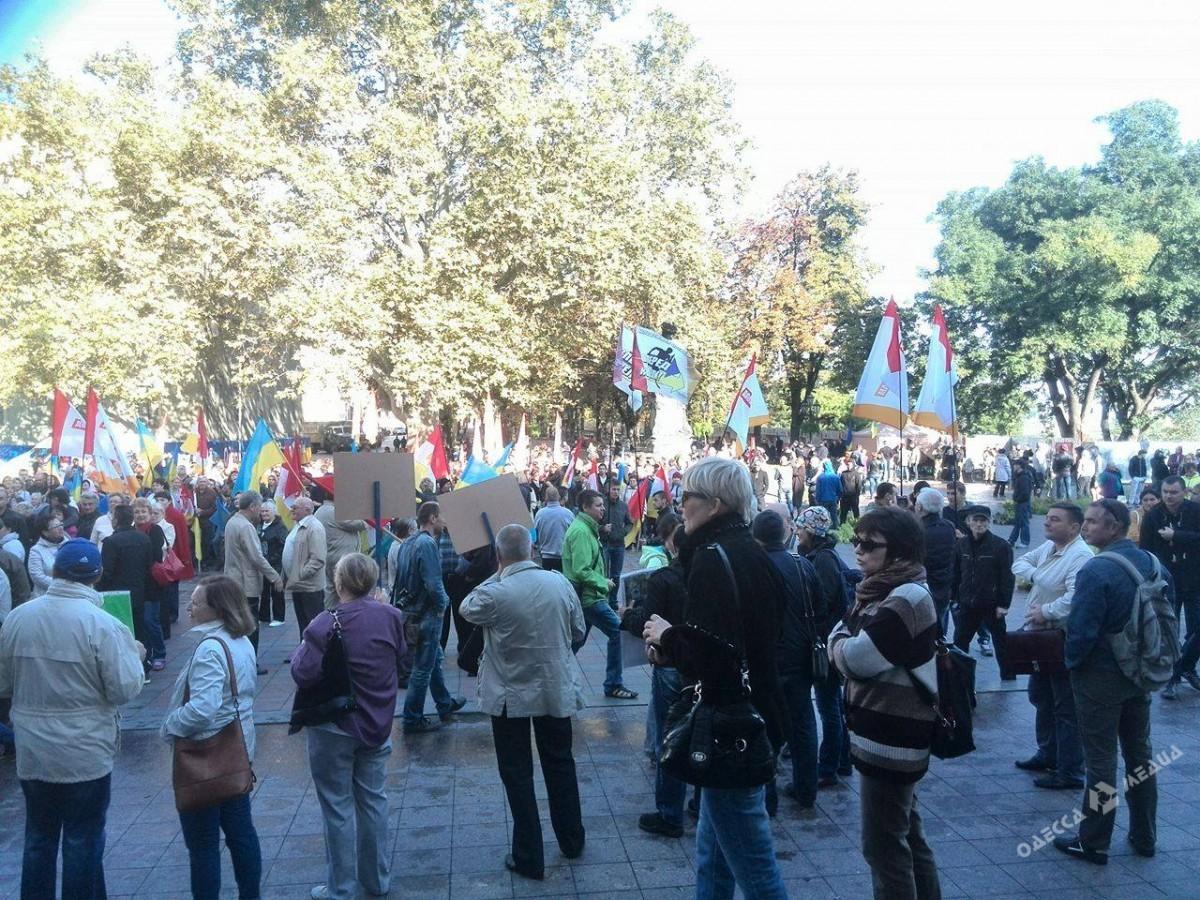 ВОдессе пробуют уговорить «антитрухановцев» покинуть Думскую площадь