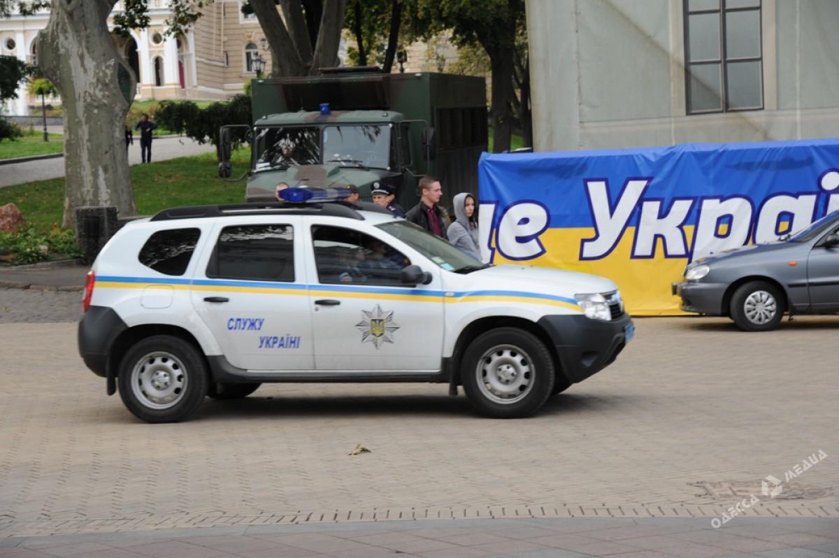 Горсовет Одессы эвакуировали из-за угроз митингующих сжечь сооружение