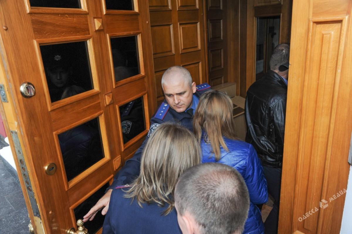 Служащих одесской мэрии заставили покинуть сооружение