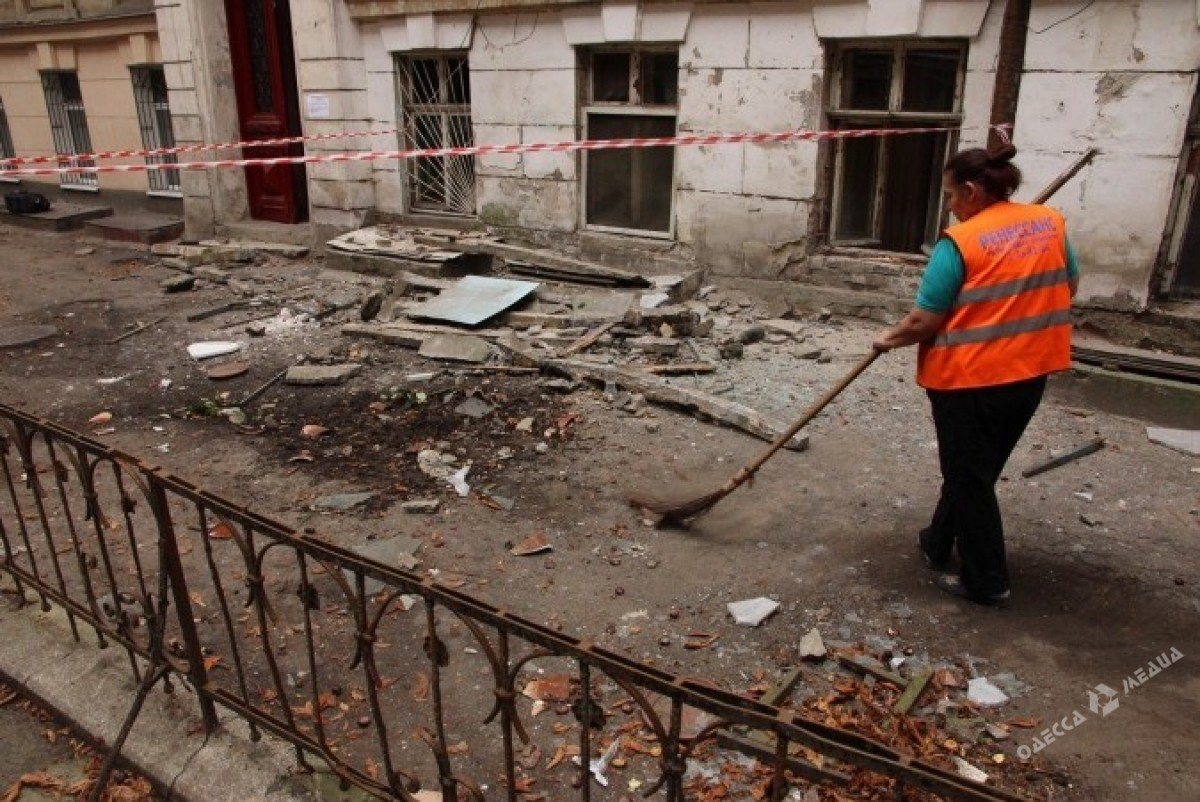 Вцентре Одессы рухнул балкон спенсионеркой