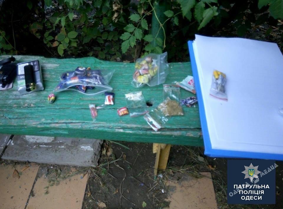 ВОдессе задержали наркодилера, который крутился надетской площадке