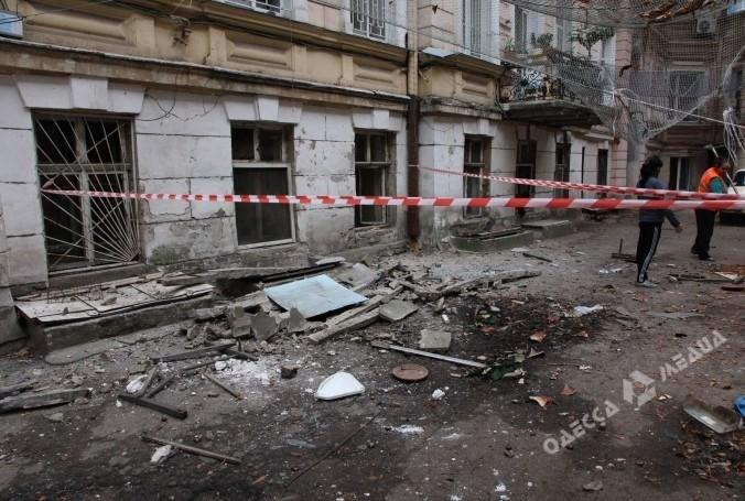 Вцентре Одессы вжилом доме рухнул балкон вместе с дамой