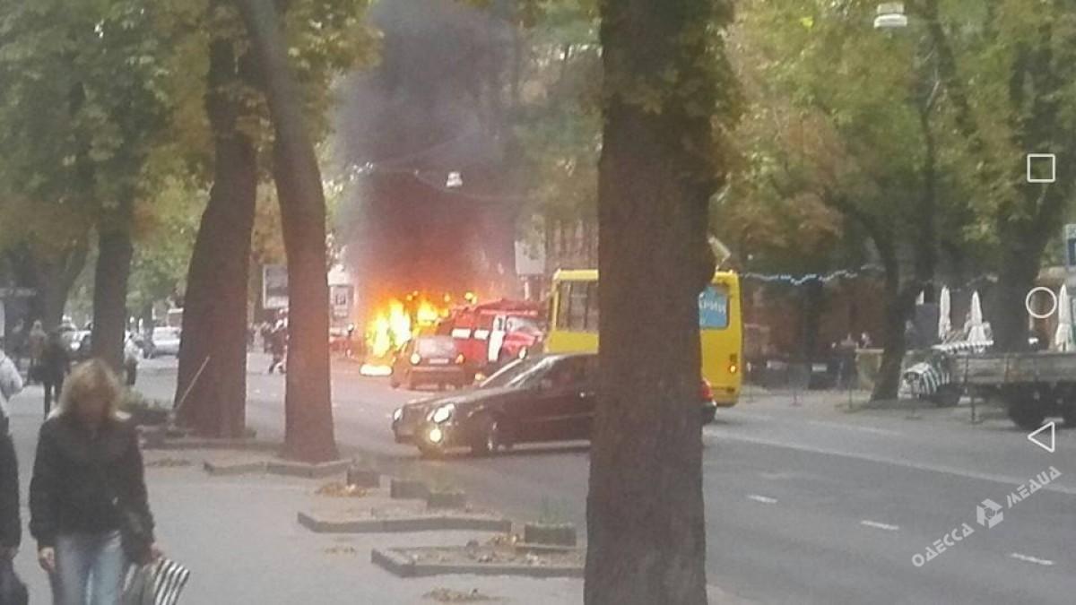 Вцентре Одессы сгорела маршрутка