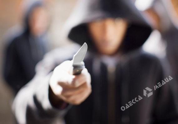 Водесской школе мужчина добивался сдетей деньги, угрожая ножом