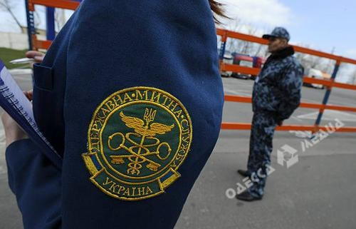 Завзятку вОдесской области будут судить таможенника ипограничника