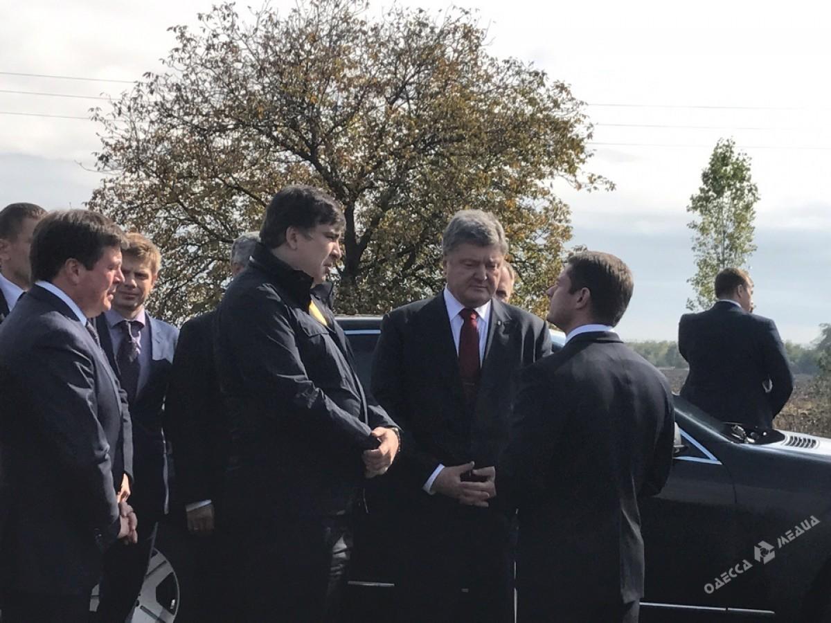 Президент прибыл вОдесскую область иинспектирует дорогу Одесса— Рени