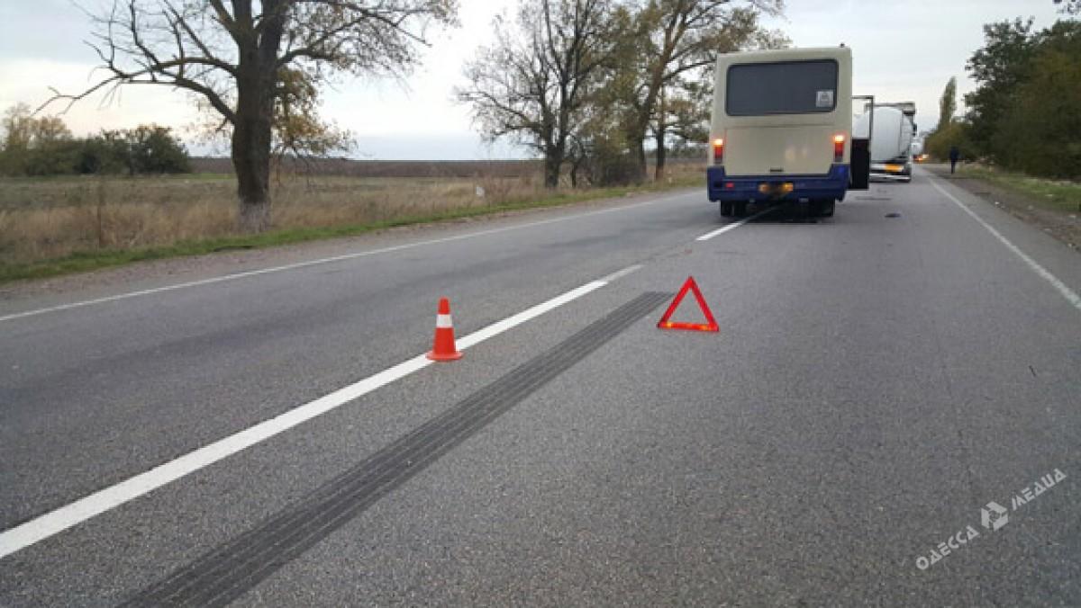 Автобус «Одесса— Николаев» натрассе столкнулся сцистерной— пострадали 4 человека