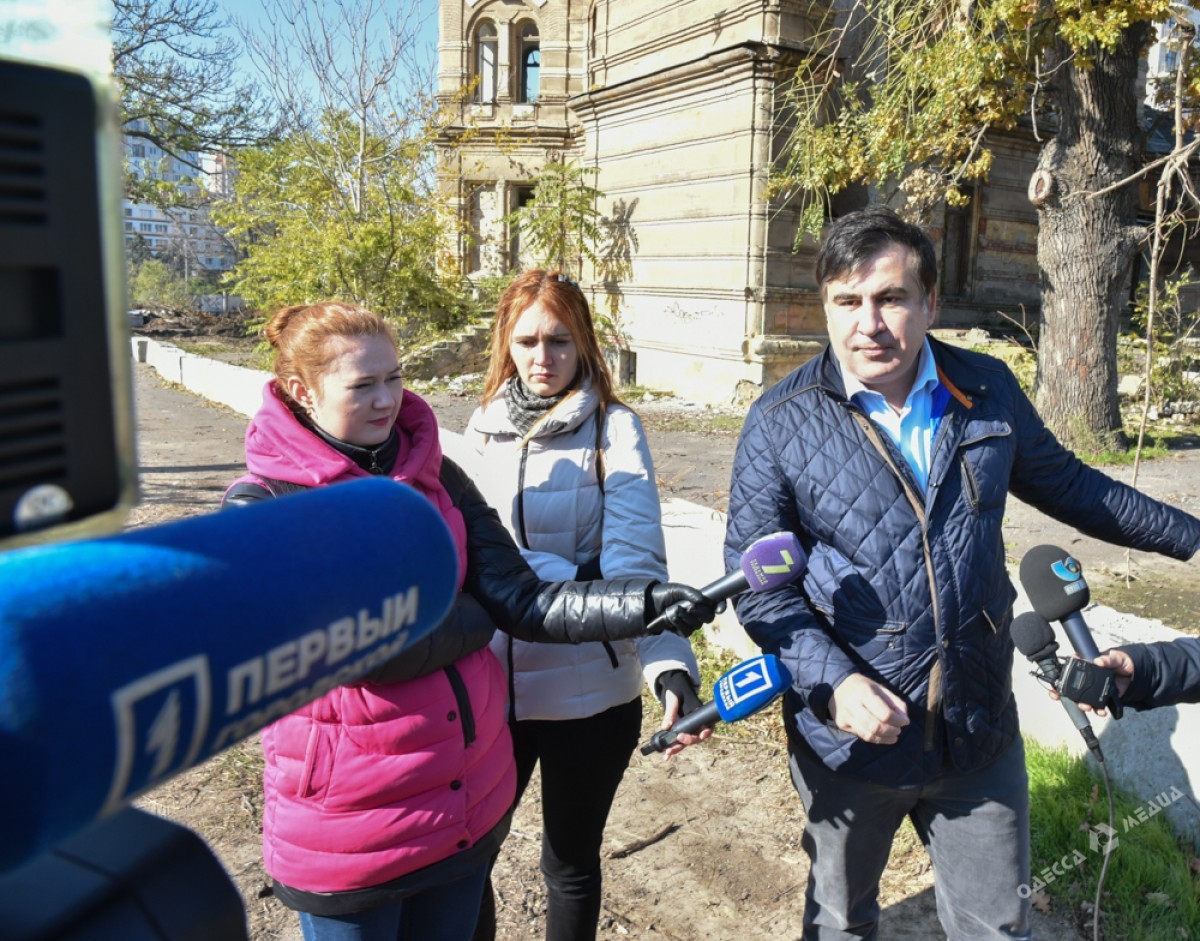 Саакашвили живет вчужой квартире на заработную плату — Гол как сокол