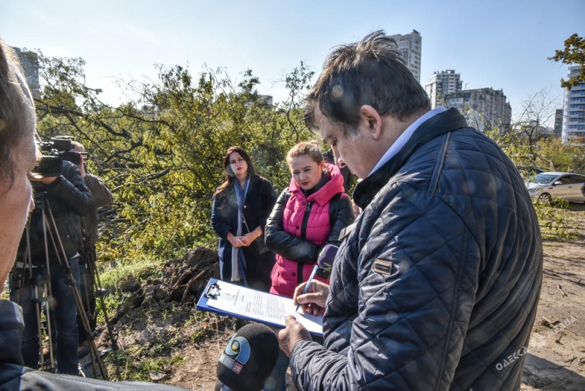 Саакашвили: Яне дозволю сломать главный исторический монумент Одессы