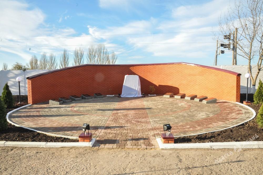Состоялось открытие монумента погибшим взоне АТО железнодорожникам