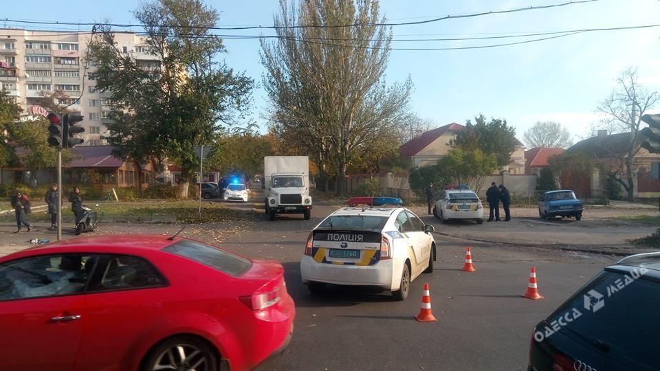 Автомобиль патрульной милиции сбил мопедиста вОдессе