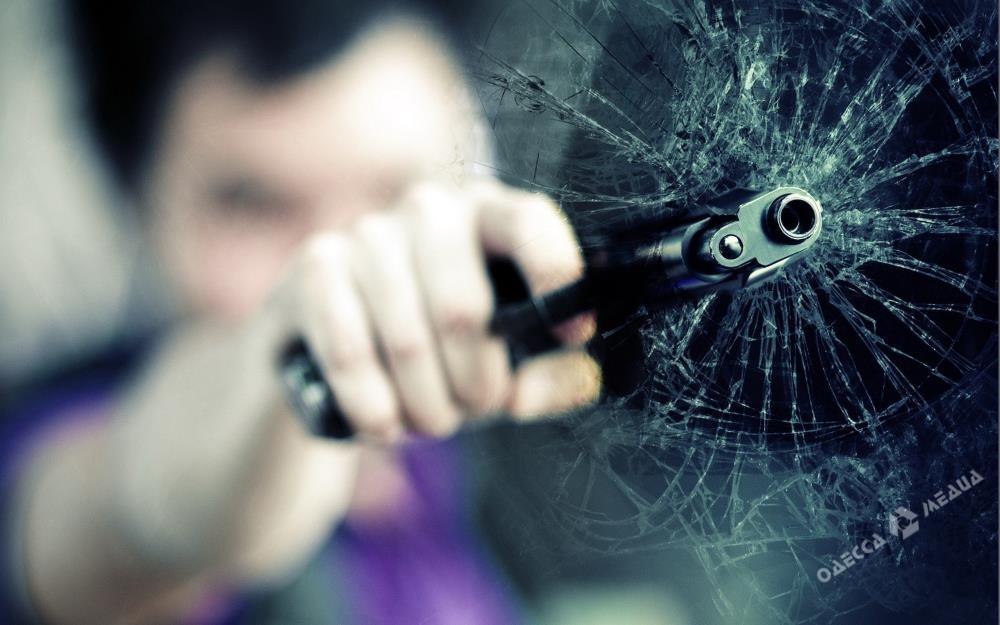 Наодесском поселке Котовского двоих парней задержали застрельбу помашине