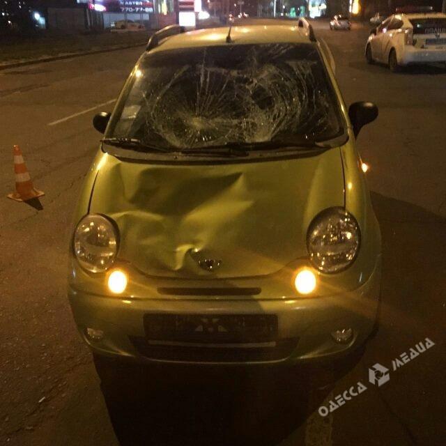 ВОдессе мужчина бросился под колеса машины