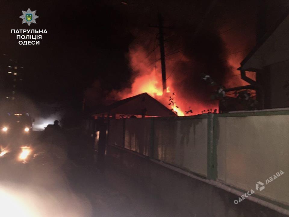 Патрульные спасли двоих детей изпожара