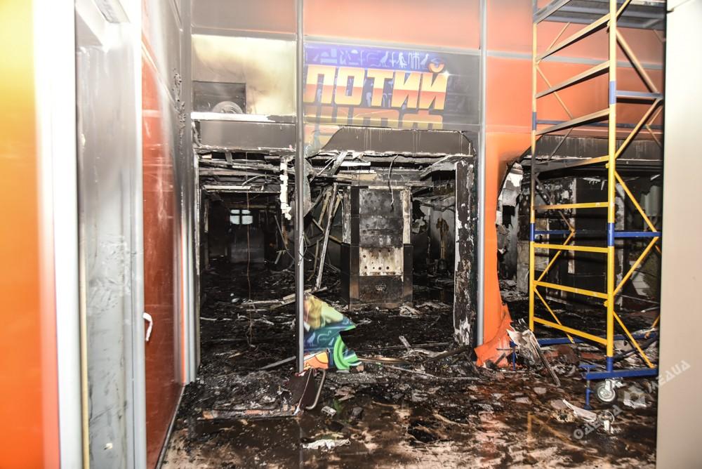 НаГреческой площади дотла сожгли казино, есть пострадавшие
