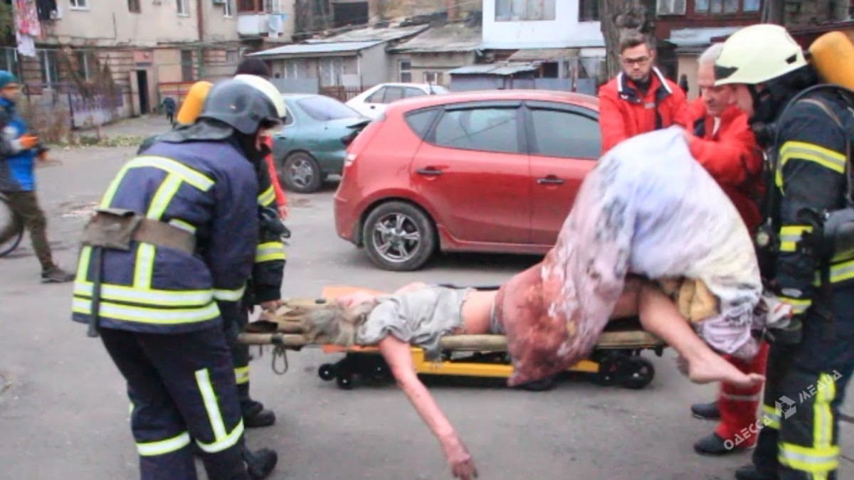 Одесские пожарные спасли женщину и 3-х еешиншилл