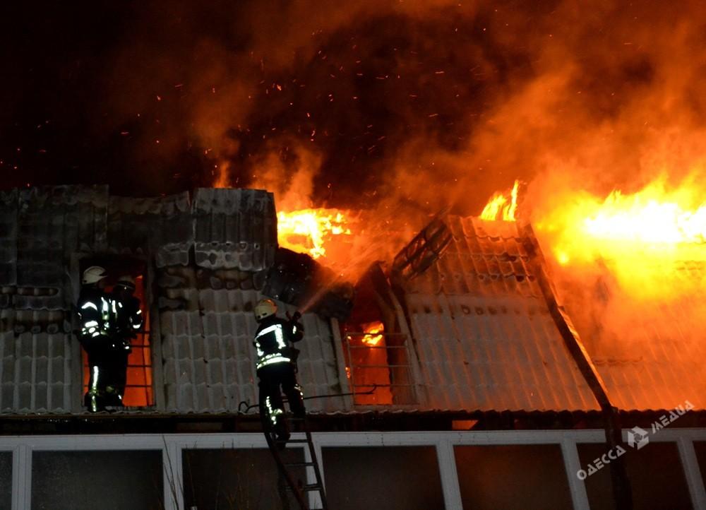 Размещены фото мощного пожара вновостройке вОдессе