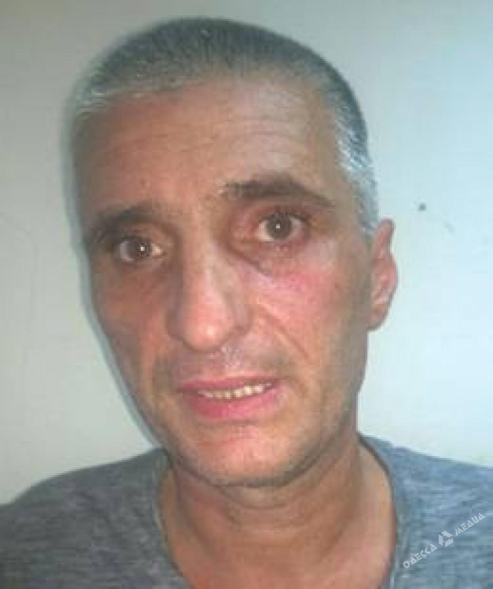 Милиция обнародовала фото мужчин, открывших стрельбу около одесского суда