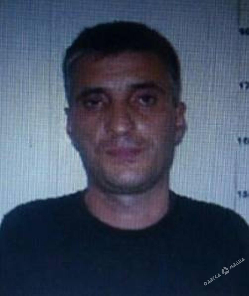 Милиция обнародовала фото мошенников, стрелявших около суда вОдессе