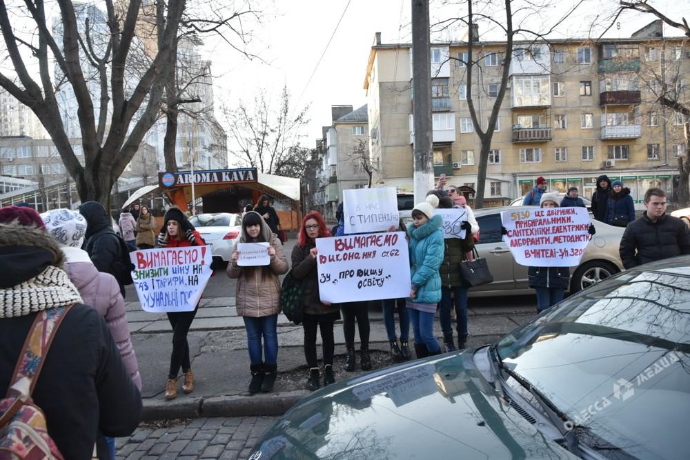ВОдессе студенты ОНУ им.Мечникова вышли наакцию протеста