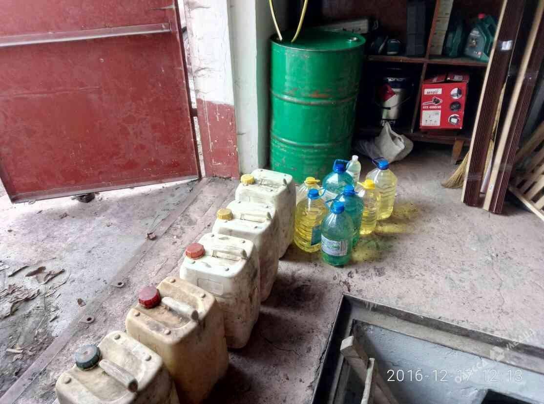 ВГПСУ разоблачили чиновников: разворовывали горючее ипродукты