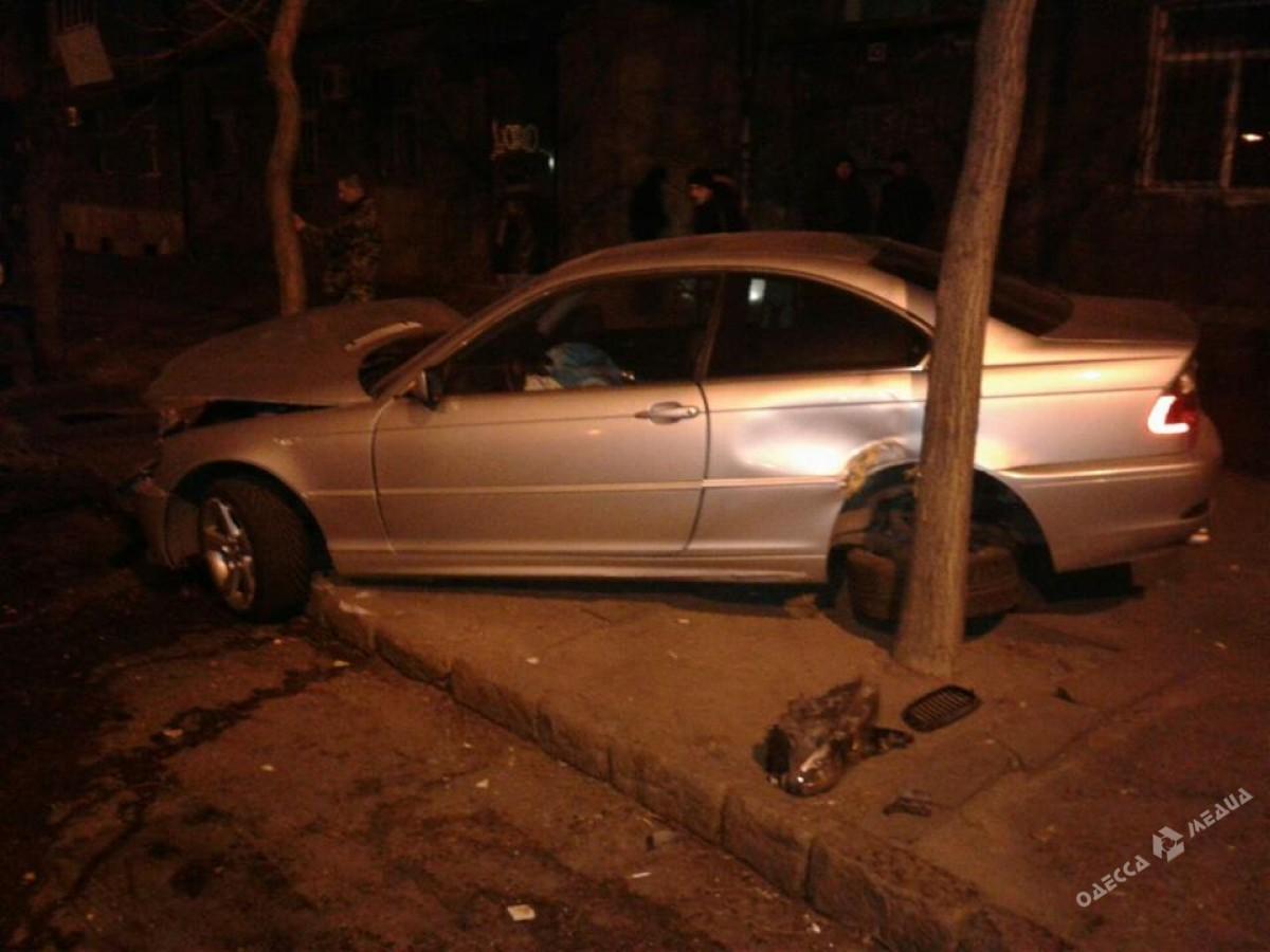 Крупная авария наСтаропортофранковской: иностранная машина врезалась втрамвай
