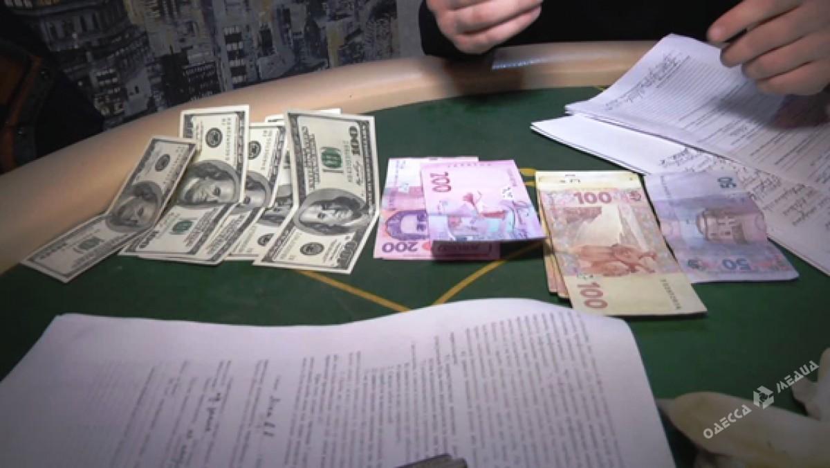 Одесские полицейские накрыли наулице Базарной покер-клуб дома