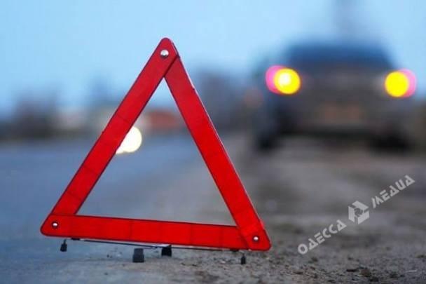 Ночное ДТП вОдессе: шофёр потерял управление