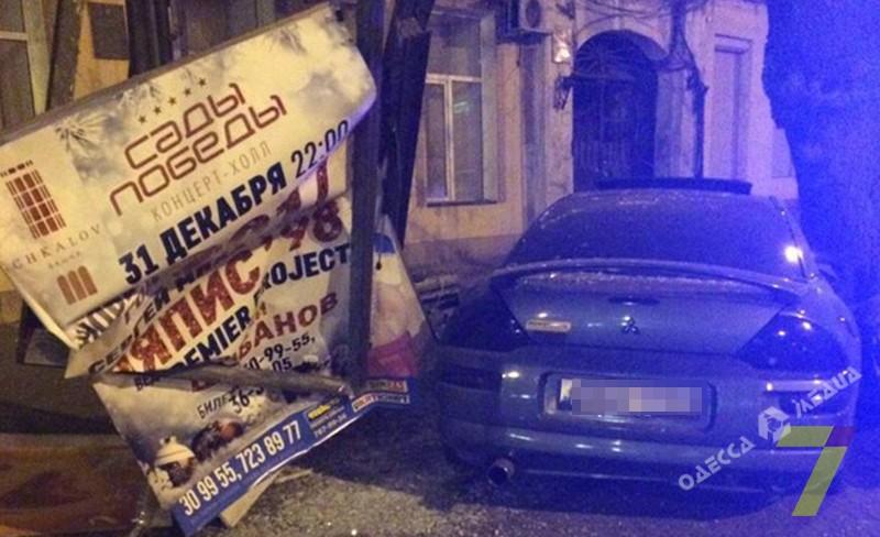 Вцентре Одессы случилось ДТП— Ночные гонки
