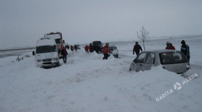 ВОдесской области таможенники спасают автомобилистов из«снежного плена»