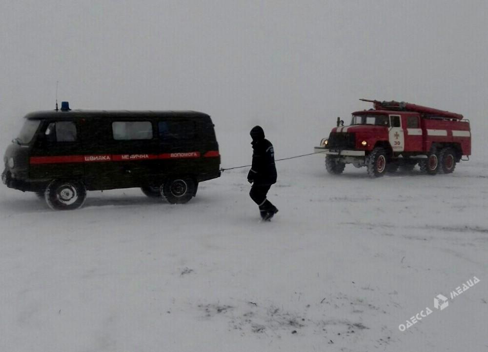 Кзастрявшим вснегу людям вОдесской области прорвалась военная техника