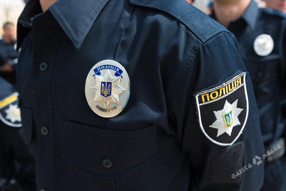 Одесские патрульные спасли самоубийцу, который порезал вены