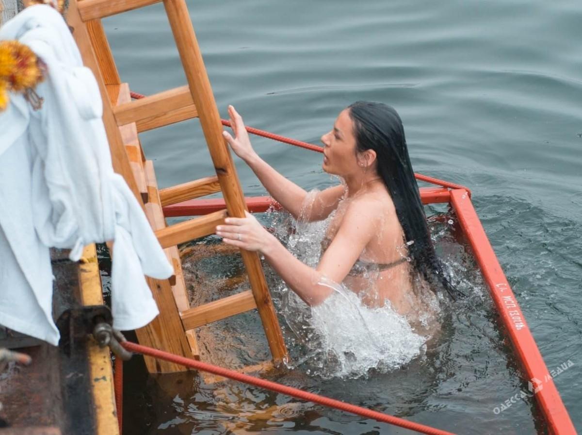 ВМарий Элустановят 31 купель для купания наКрещение