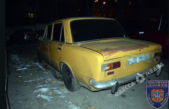 ВОдессе злоумышленники ограбили молодых людей ввиде таксистов