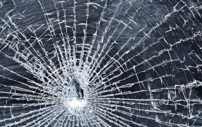 Неизвестный обстрелял автобус натрассе Киев