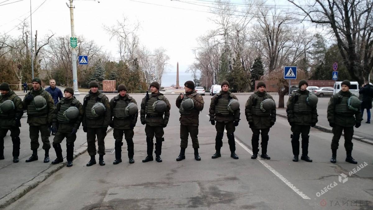 23февраля наАллее Славы вОдессе: минирование, активисты инедовольные пожилые люди