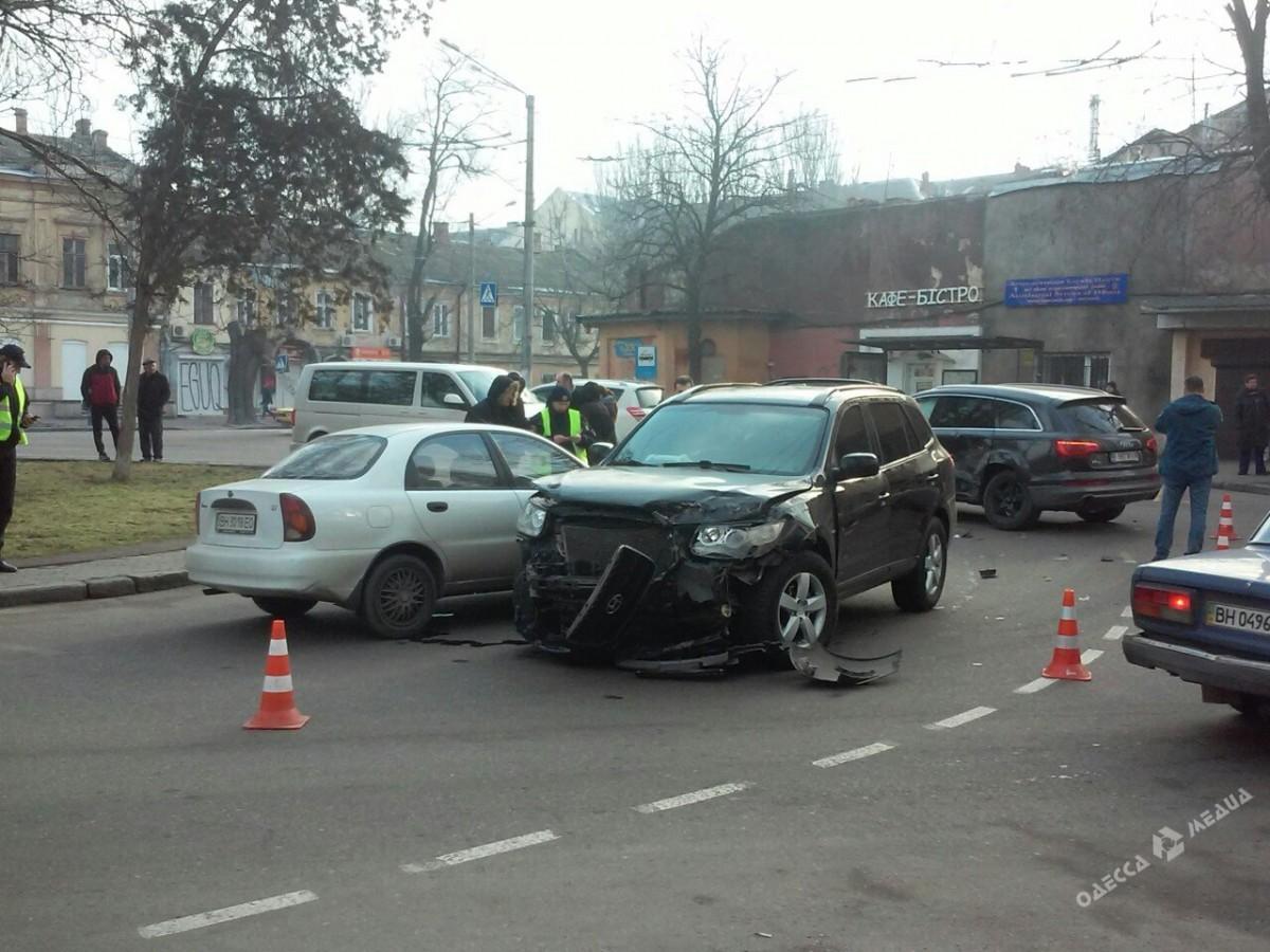 562b7781212790c761ee3e0525ebb552 В Одессе джип выехал на встречную и врезался в авто: пострадали мама и ребенок
