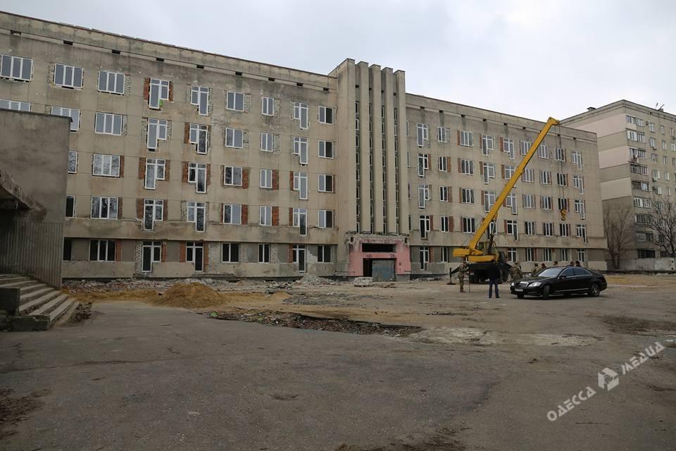 Полторак осмотрел одесский отель «Витязь», который планируется передать вжилой фонд ВМС