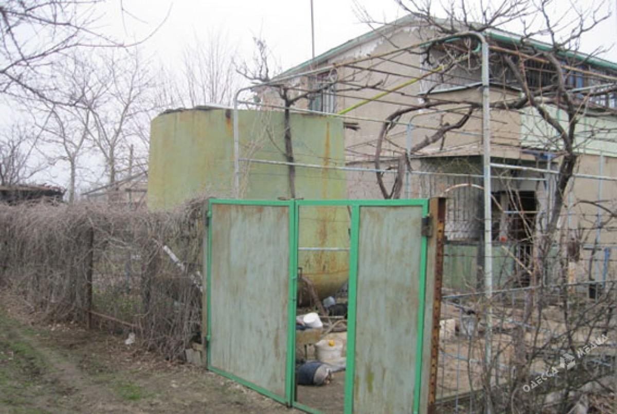 Одесситка нашла вемкости для воды на своем дачном участке труп мужчины