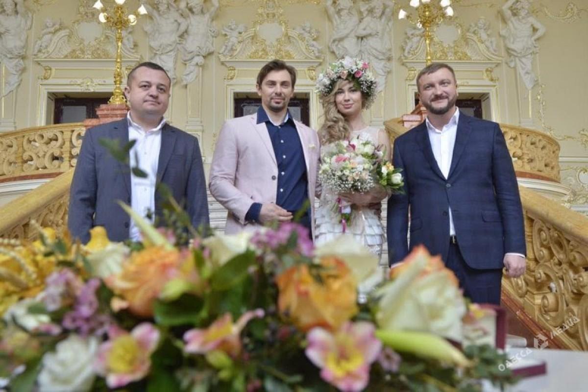 Одесситы впервый раз сыграли экспресс-свадьбу вОперном театре