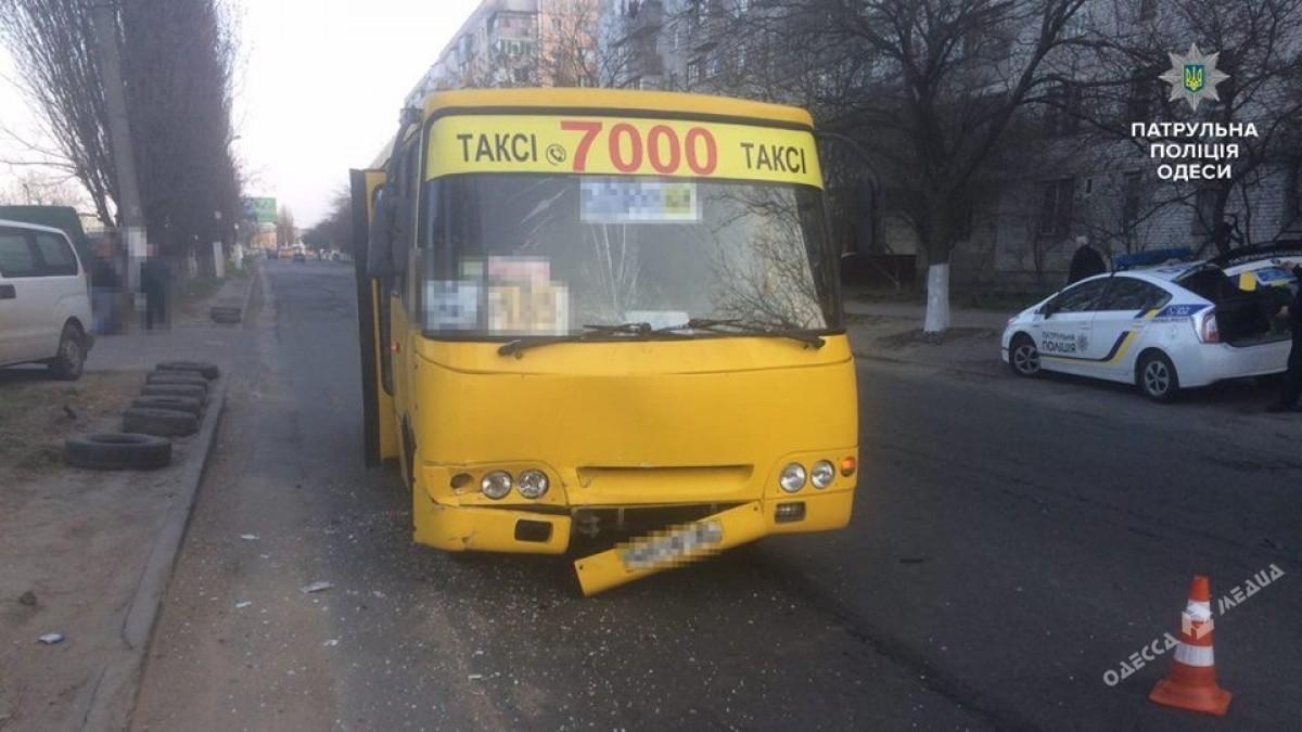 Маршрутка искорая помощь столкнулись наТаирова вОдессе