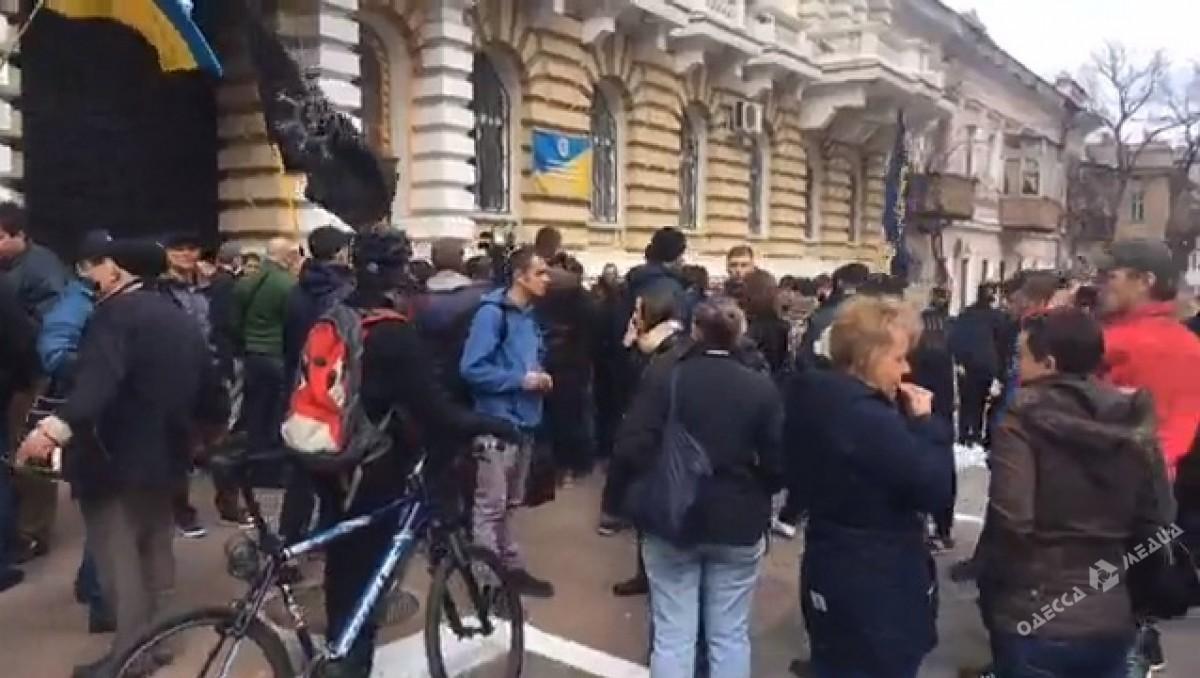 Патриоты пикетировали ГУНП стребованием сместить  полицейских, задерживавших активистов 10апреля
