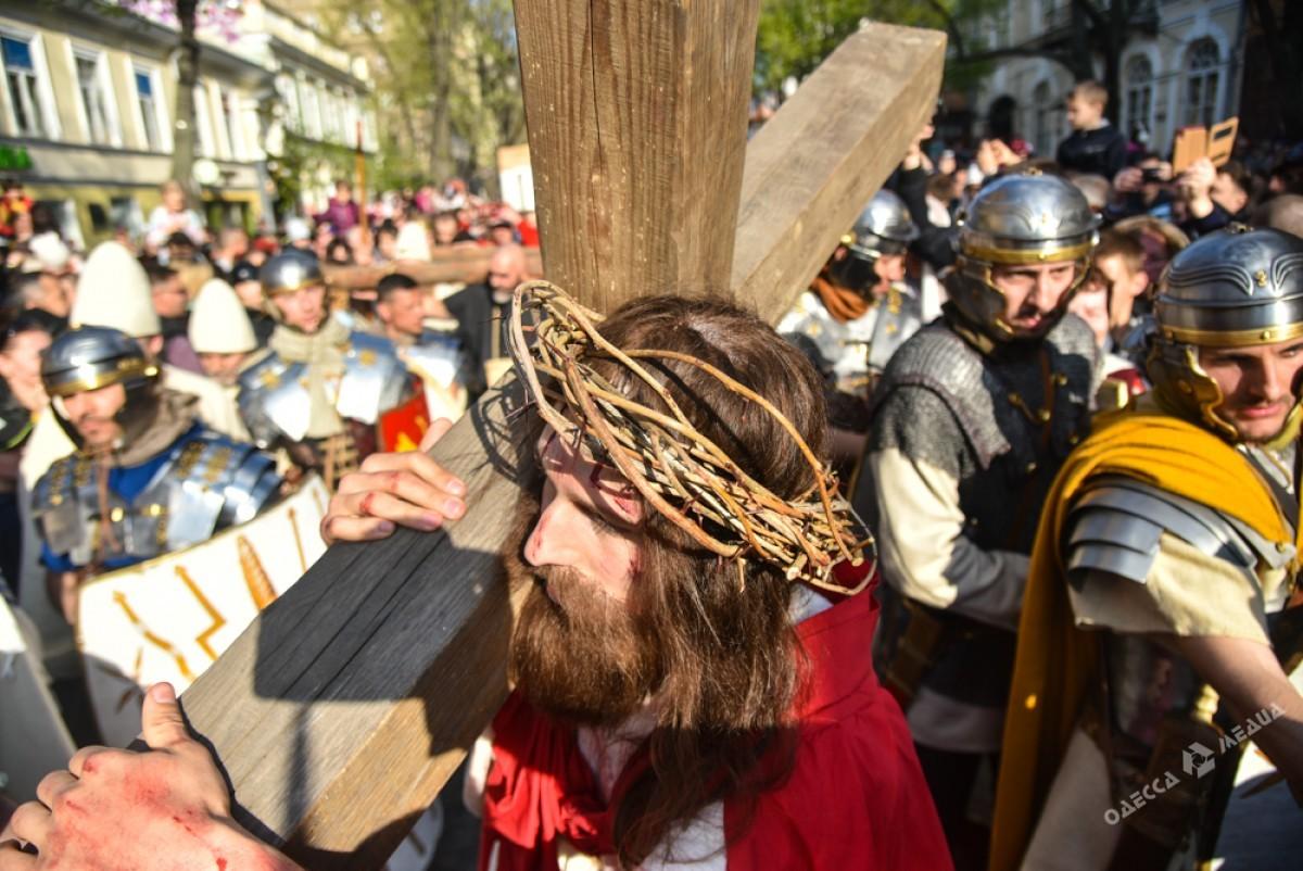 Страсти Христовы: в Одессе прошла костюмированная пасхальная реконструкция