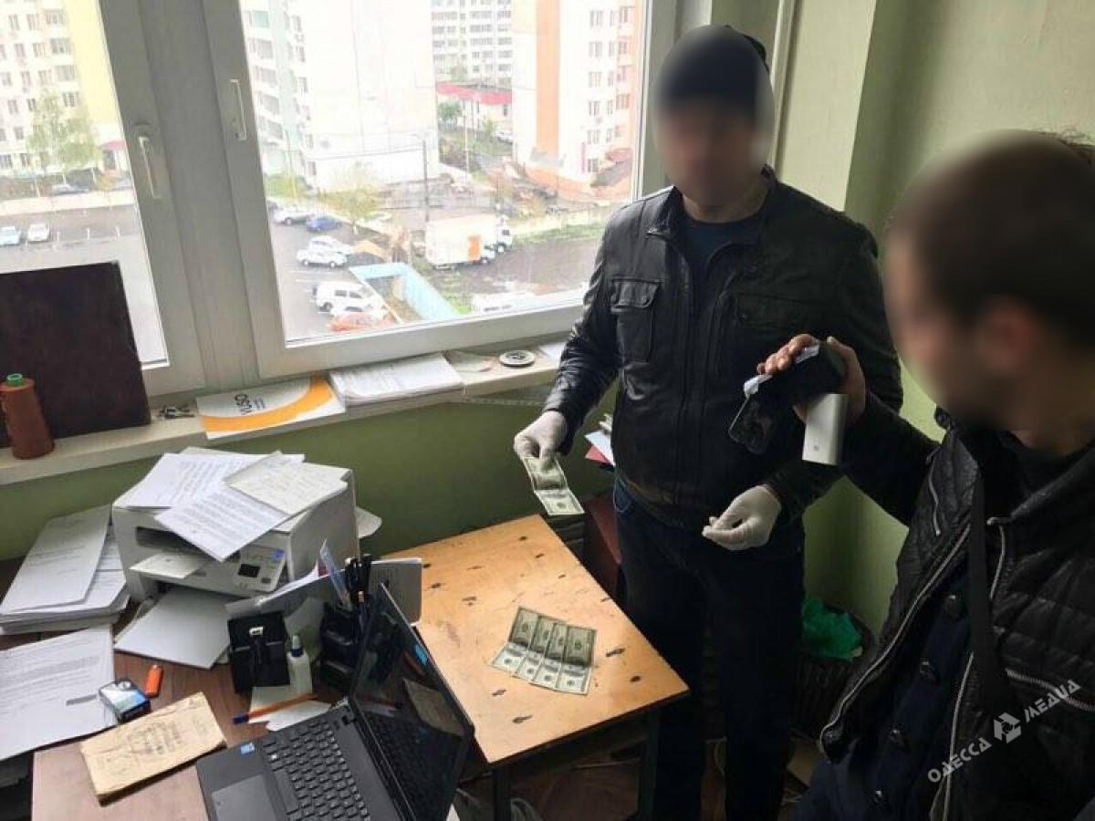 ВОдессе при получении взятки задержали следователя милиции