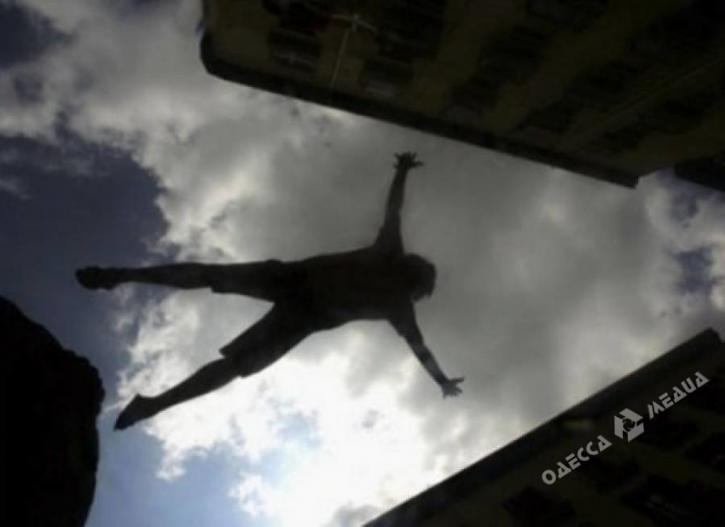 ВОдессе мужчина упал сседьмого этажа