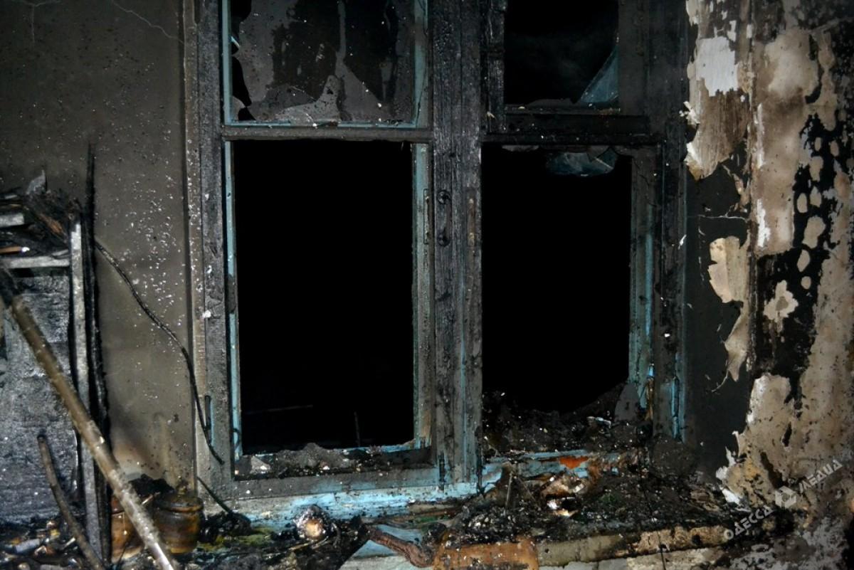 ВОдессе впроцессе пожара жильцов дома эвакуировали через окно